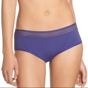 HANRO CARA HIPSTER PANTY IN VIOLET SIZE SMALL
